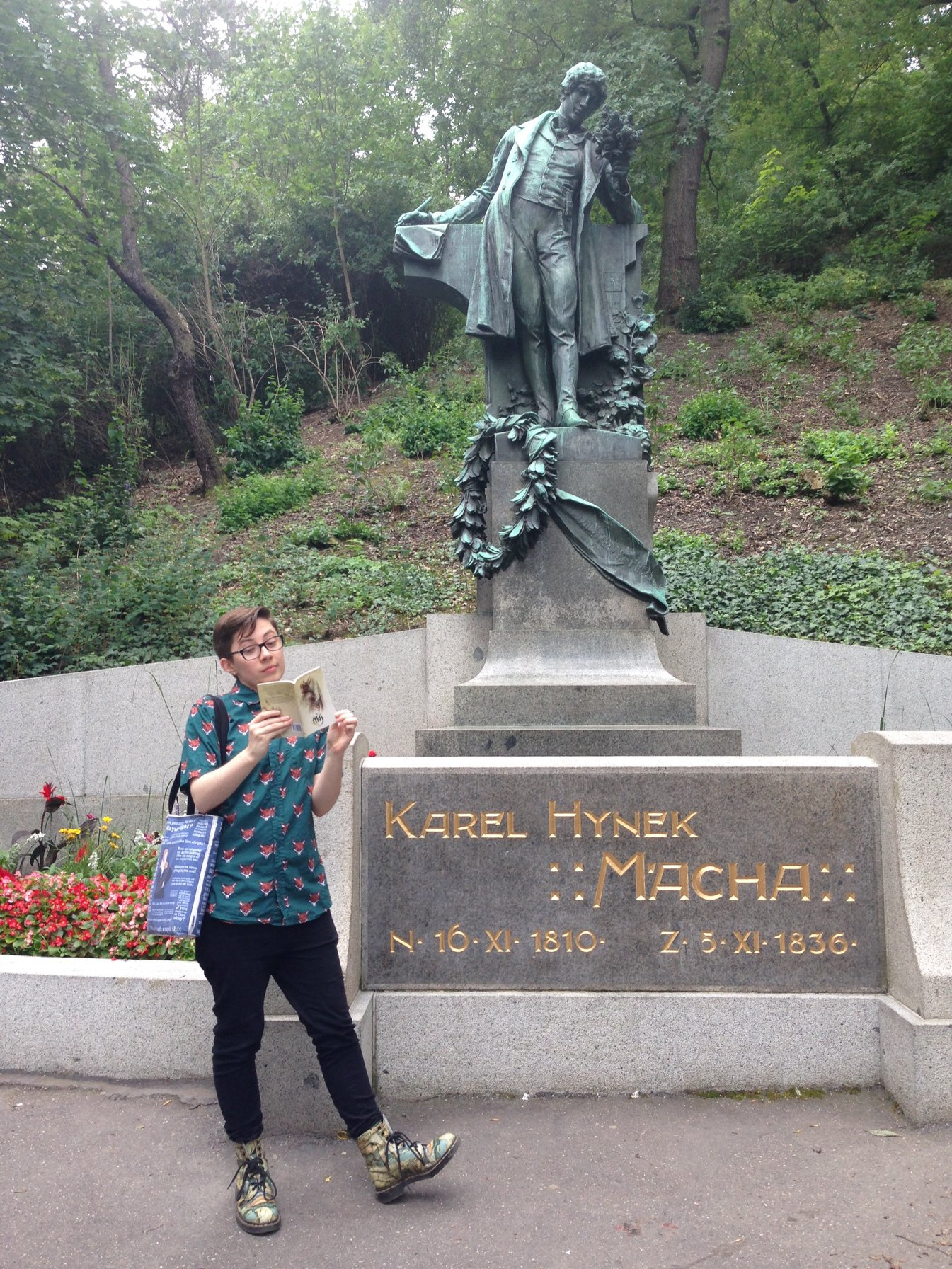 The author reading May in front of a statue of Czech author Mácha.